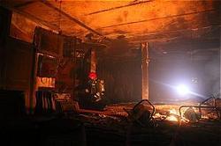 انبار فرش ستارخان در آتش سوخت