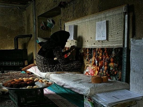 گلایه بانوان قالیباف سنندج از دستمزدها